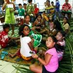 école-tahamahana-groupe-regarde-derrière